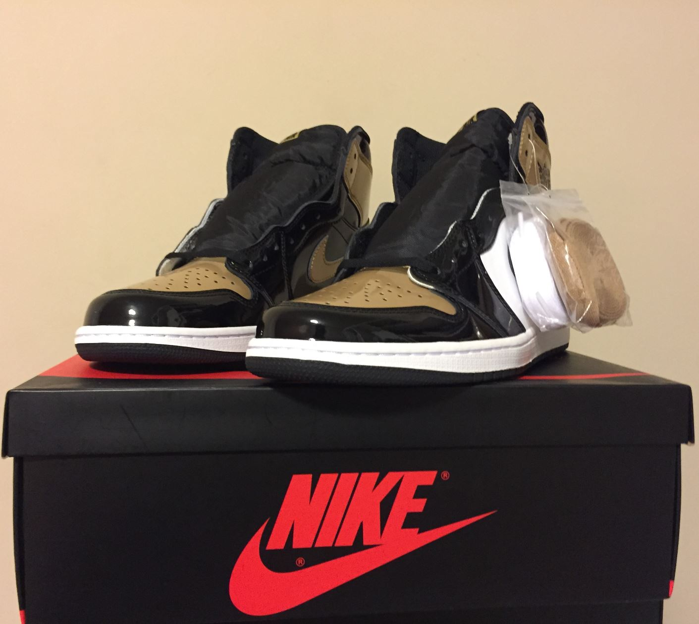 jordan 1 retro gold toe2