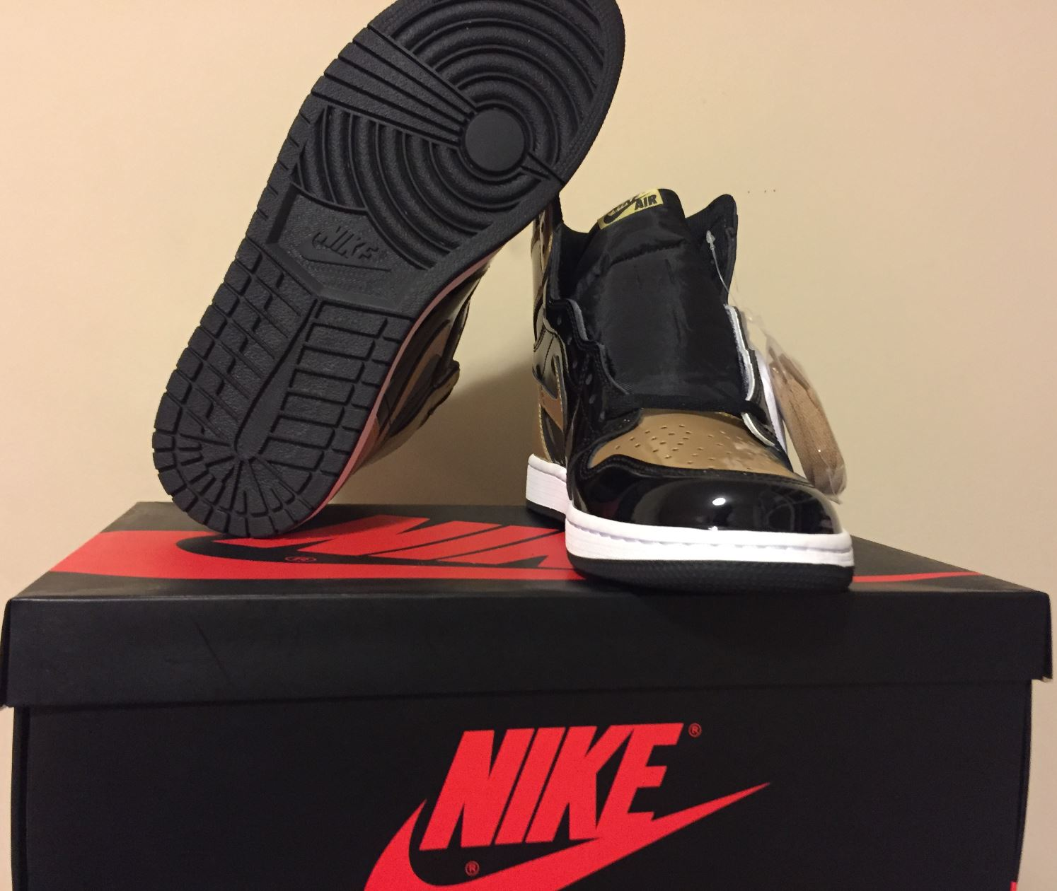 jordan 1 retro gold toe3